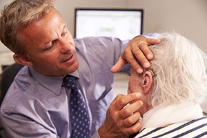 Audiologist testing hearing aid | San Francisco Audiology